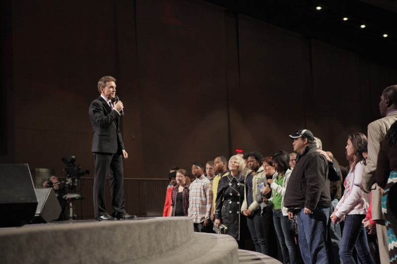 People respond to Christ at Free Chapel